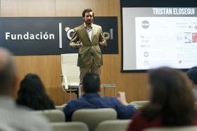 "II Ciclo Fundación Cajasol en un Tuit: Tristán Elósegui (6) • <a style=""font-size:0.8em;"" href=""http://www.flickr.com/photos/129072575@N05/25700224487/"" target=""_blank"">View on Flickr</a>"