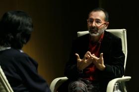 """Presentación del libro 'El hombre que no deberíamos ser' en Sevilla (5) • <a style=""""font-size:0.8em;"""" href=""""http://www.flickr.com/photos/129072575@N05/39232562665/"""" target=""""_blank"""">View on Flickr</a>"""