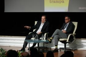 """Presentación del libro 'La gran trampa', de Daniel Lacalle, en la Fundación Cajasol (11) • <a style=""""font-size:0.8em;"""" href=""""http://www.flickr.com/photos/129072575@N05/38165218075/"""" target=""""_blank"""">View on Flickr</a>"""