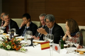 """Visita del Embajador de Japón en España a la Fundación Cajasol (7) • <a style=""""font-size:0.8em;"""" href=""""http://www.flickr.com/photos/129072575@N05/28385822159/"""" target=""""_blank"""">View on Flickr</a>"""