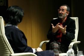 """Presentación del libro 'El hombre que no deberíamos ser' en Sevilla (3) • <a style=""""font-size:0.8em;"""" href=""""http://www.flickr.com/photos/129072575@N05/25259915867/"""" target=""""_blank"""">View on Flickr</a>"""
