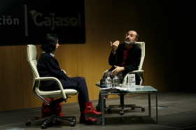 """Presentación del libro 'El hombre que no deberíamos ser' en Sevilla (7) • <a style=""""font-size:0.8em;"""" href=""""http://www.flickr.com/photos/129072575@N05/39232562765/"""" target=""""_blank"""">View on Flickr</a>"""