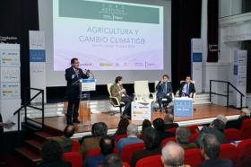 "Foro Agrícola: Agricultura y Cambio Climático en la Fundación Cajasol (14) • <a style=""font-size:0.8em;"" href=""http://www.flickr.com/photos/129072575@N05/25918749508/"" target=""_blank"">View on Flickr</a>"