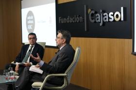 """Ignacio Camacho presenta 'Cataluña, la herida de España', en la Fundación Cajasol (6) • <a style=""""font-size:0.8em;"""" href=""""http://www.flickr.com/photos/129072575@N05/38357023254/"""" target=""""_blank"""">View on Flickr</a>"""