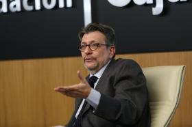 """Ignacio Camacho presenta 'Cataluña, la herida de España', en la Fundación Cajasol (7) • <a style=""""font-size:0.8em;"""" href=""""http://www.flickr.com/photos/129072575@N05/38357023474/"""" target=""""_blank"""">View on Flickr</a>"""