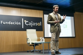 "II Ciclo Fundación Cajasol en un Tuit: Tristán Elósegui (4) • <a style=""font-size:0.8em;"" href=""http://www.flickr.com/photos/129072575@N05/38760690600/"" target=""_blank"">View on Flickr</a>"