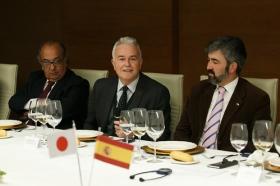 """Visita del Embajador de Japón en España a la Fundación Cajasol (13) • <a style=""""font-size:0.8em;"""" href=""""http://www.flickr.com/photos/129072575@N05/26293096478/"""" target=""""_blank"""">View on Flickr</a>"""