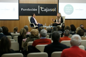 "Aula de Cultura de ABC en Sevilla: Luz Gabás (9) • <a style=""font-size:0.8em;"" href=""http://www.flickr.com/photos/129072575@N05/39755161305/"" target=""_blank"">View on Flickr</a>"