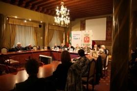 """Firma de convenio 2018 entre la Real Academia de Córdoba y la Fundación Cajasol (8) • <a style=""""font-size:0.8em;"""" href=""""http://www.flickr.com/photos/129072575@N05/25958601337/"""" target=""""_blank"""">View on Flickr</a>"""