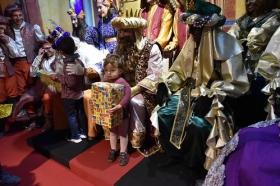 "Entrega de juguetes de Reyes Magos 2019 en Cádiz (7) • <a style=""font-size:0.8em;"" href=""http://www.flickr.com/photos/129072575@N05/45890852014/"" target=""_blank"">View on Flickr</a>"