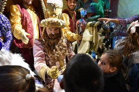 "Entrega de juguetes de Reyes Magos 2019 en Cádiz (4) • <a style=""font-size:0.8em;"" href=""http://www.flickr.com/photos/129072575@N05/32740805458/"" target=""_blank"">View on Flickr</a>"
