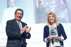 """Entrega de los Premios AFA 2018 en la Fundación Cajasol (8) • <a style=""""font-size:0.8em;"""" href=""""http://www.flickr.com/photos/129072575@N05/44194127990/"""" target=""""_blank"""">View on Flickr</a>"""