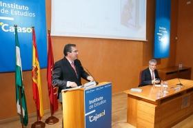 """Conferencia de Luis Garicano 'El contraataaque liberal. Entre el vértigo tecnológico y el caos populista' en el Instituto de Estudios Cajasol (36) • <a style=""""font-size:0.8em;"""" href=""""http://www.flickr.com/photos/129072575@N05/32025539847/"""" target=""""_blank"""">View on Flickr</a>"""