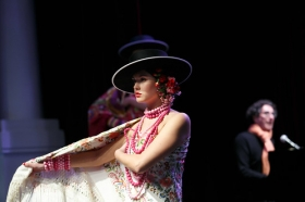 """Presentación del libro 'Flamenca', de Raquel Revuelta, en la Fundación Cajasol (22) • <a style=""""font-size:0.8em;"""" href=""""http://www.flickr.com/photos/129072575@N05/39734728533/"""" target=""""_blank"""">View on Flickr</a>"""