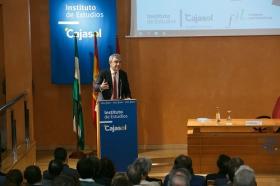 """Conferencia de Luis Garicano 'El contraataaque liberal. Entre el vértigo tecnológico y el caos populista' en el Instituto de Estudios Cajasol (17) • <a style=""""font-size:0.8em;"""" href=""""http://www.flickr.com/photos/129072575@N05/32025538677/"""" target=""""_blank"""">View on Flickr</a>"""