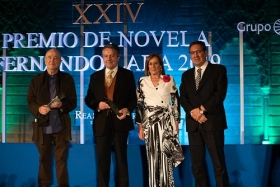 "Gala XXIV Premio de Novela Fernando Lara en Sevilla (26) • <a style=""font-size:0.8em;"" href=""http://www.flickr.com/photos/129072575@N05/32811364447/"" target=""_blank"">View on Flickr</a>"