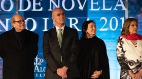 "Gala XXIV Premio de Novela Fernando Lara en Sevilla (13) • <a style=""font-size:0.8em;"" href=""http://www.flickr.com/photos/129072575@N05/33877697798/"" target=""_blank"">View on Flickr</a>"