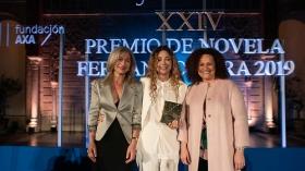 "Gala XXIV Premio de Novela Fernando Lara en Sevilla (8) • <a style=""font-size:0.8em;"" href=""http://www.flickr.com/photos/129072575@N05/33877698218/"" target=""_blank"">View on Flickr</a>"