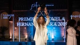 "Gala XXIV Premio de Novela Fernando Lara en Sevilla (9) • <a style=""font-size:0.8em;"" href=""http://www.flickr.com/photos/129072575@N05/40788286503/"" target=""_blank"">View on Flickr</a>"