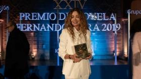 "Gala XXIV Premio de Novela Fernando Lara en Sevilla (10) • <a style=""font-size:0.8em;"" href=""http://www.flickr.com/photos/129072575@N05/40788286533/"" target=""_blank"">View on Flickr</a>"