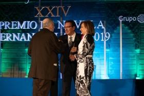 "Gala XXIV Premio de Novela Fernando Lara en Sevilla (27) • <a style=""font-size:0.8em;"" href=""http://www.flickr.com/photos/129072575@N05/46965524474/"" target=""_blank"">View on Flickr</a>"