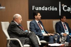 "IV Foro Iberoamericano de Alcaldes en la Fundación Cajasol (10) • <a style=""font-size:0.8em;"" href=""http://www.flickr.com/photos/129072575@N05/48744962937/"" target=""_blank"">View on Flickr</a>"