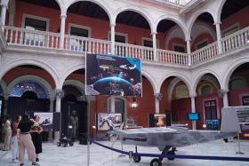 """Exposición 'Casi un siglo mirando al espacio' en Sevilla • <a style=""""font-size:0.8em;"""" href=""""http://www.flickr.com/photos/129072575@N05/48820339737/"""" target=""""_blank"""">View on Flickr</a>"""