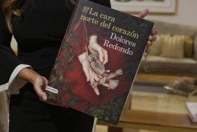 """Presentación del libro 'La cara norte del corazón', de Dolores Redondo, en Sevilla (9) • <a style=""""font-size:0.8em;"""" href=""""http://www.flickr.com/photos/129072575@N05/48879594247/"""" target=""""_blank"""">View on Flickr</a>"""
