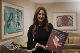 """Presentación del libro 'La cara norte del corazón', de Dolores Redondo, en Sevilla (10) • <a style=""""font-size:0.8em;"""" href=""""http://www.flickr.com/photos/129072575@N05/48879594282/"""" target=""""_blank"""">View on Flickr</a>"""