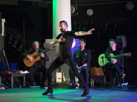 """Los Jueves Flamencos de la Fundación Cajasol en Sevilla: Andrés Marín con 'Bacterias' • <a style=""""font-size:0.8em;"""" href=""""http://www.flickr.com/photos/129072575@N05/33713706678/"""" target=""""_blank"""">View on Flickr</a>"""