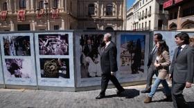 "VI Muestra de fotografías vineladas en la Semana Santa de Sevilla (5) • <a style=""font-size:0.8em;"" href=""http://www.flickr.com/photos/129072575@N05/47597121061/"" target=""_blank"">View on Flickr</a>"