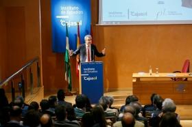 """Conferencia de Luis Garicano 'El contraataaque liberal. Entre el vértigo tecnológico y el caos populista' en el Instituto de Estudios Cajasol (16) • <a style=""""font-size:0.8em;"""" href=""""http://www.flickr.com/photos/129072575@N05/32025538557/"""" target=""""_blank"""">View on Flickr</a>"""