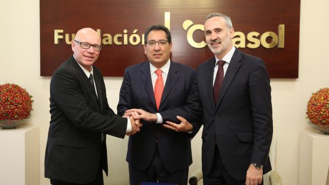 La Fundación Cajasol y el Club Baloncesto Sevilla renuevan su colaboración para la difusión y apoyo al deporte base