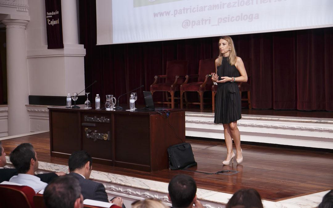 La conferencia de Patricia Ramírez en la Fundación Cajasol ofrece las claves para tener una mejor actitud vital