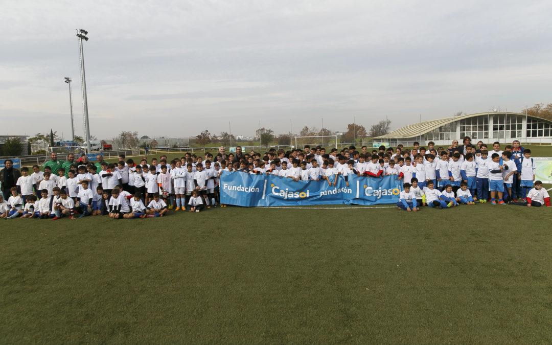 El 'Mundialito' de la Fundación Cajasol, herramienta de integración y motivación entre los niños