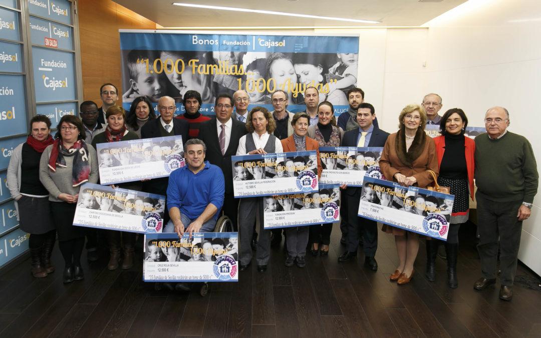 La Fundación Cajasol entrega bonos sociales de 500 euros a más de una veintena de entidades para su distribución a familias beneficiarias