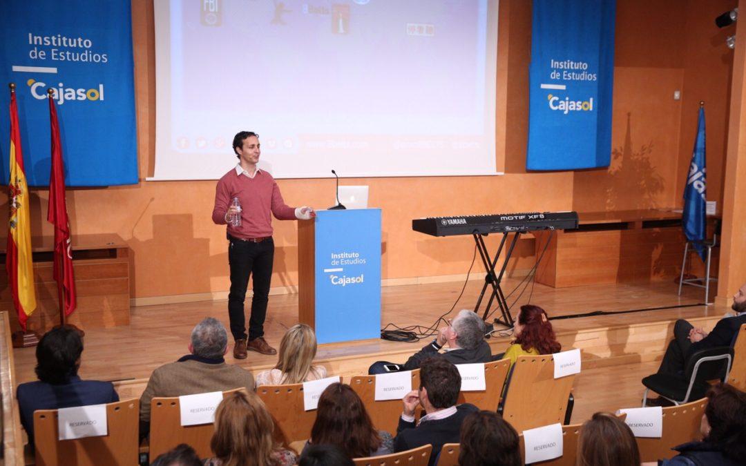 Anxo Pérez ofrece sus recetas para triunfar en la vida personal y profesional en el Instituto de Estudios Cajasol