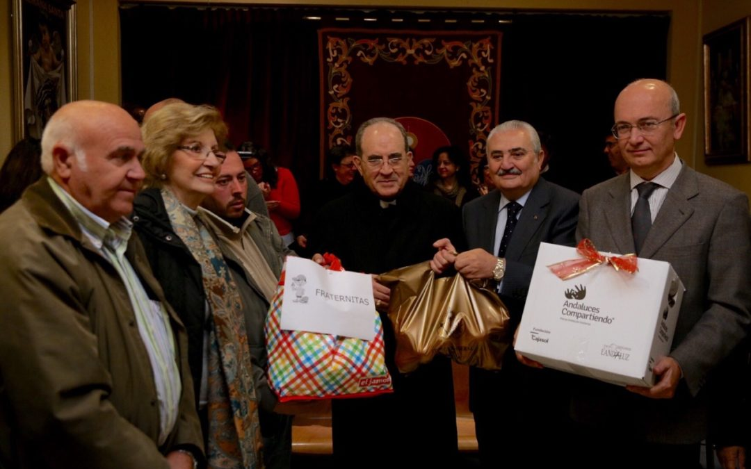 La Fundación Cajasol hace entrega de las cajas de alimentos a las familias del Polígono Sur del Proyecto Fraternitas