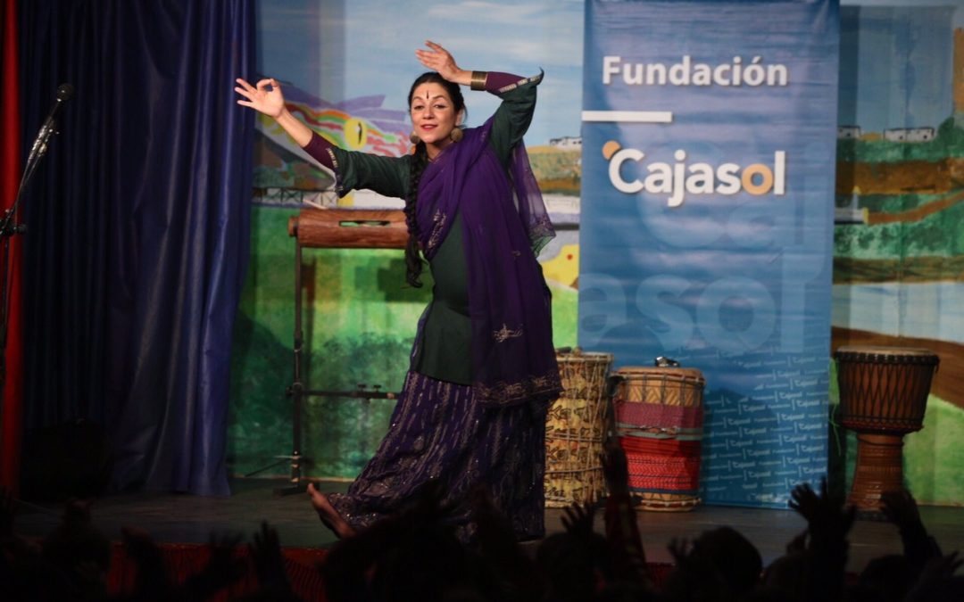 Los escolares viajan a los cinco continentes a través de la música y la danza