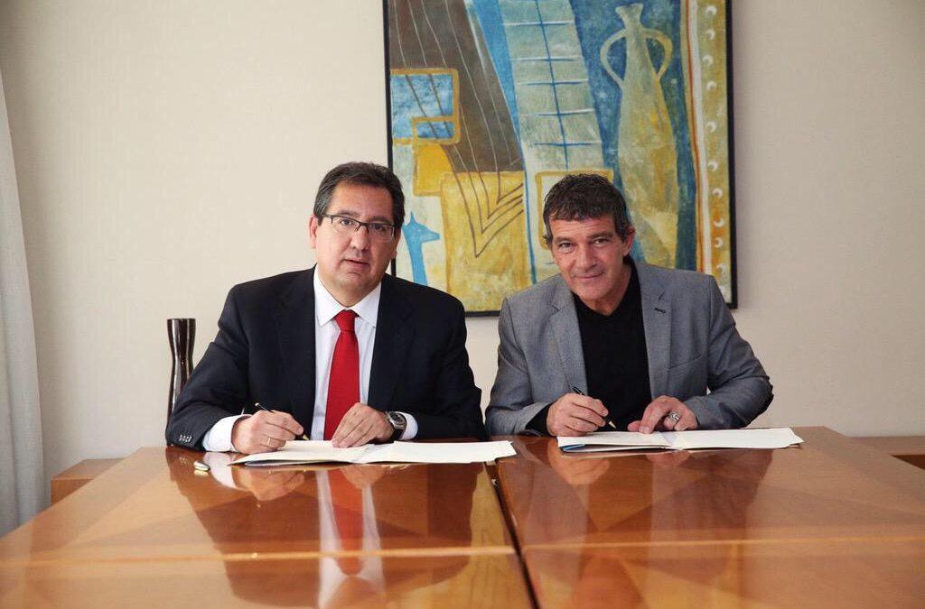 Becas para estudiantes, bonos sociales y asistencia para personas con cáncer de Málaga