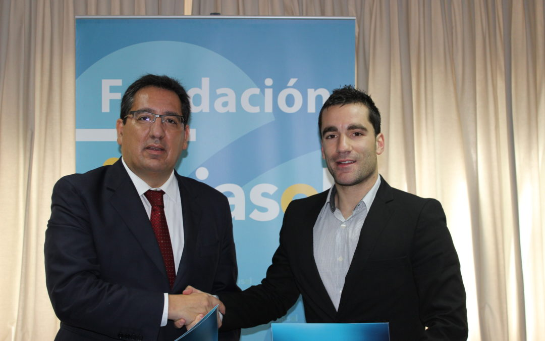La Fundación Cajasol renueva su apoyo al Club de Bádminton IES La Orden