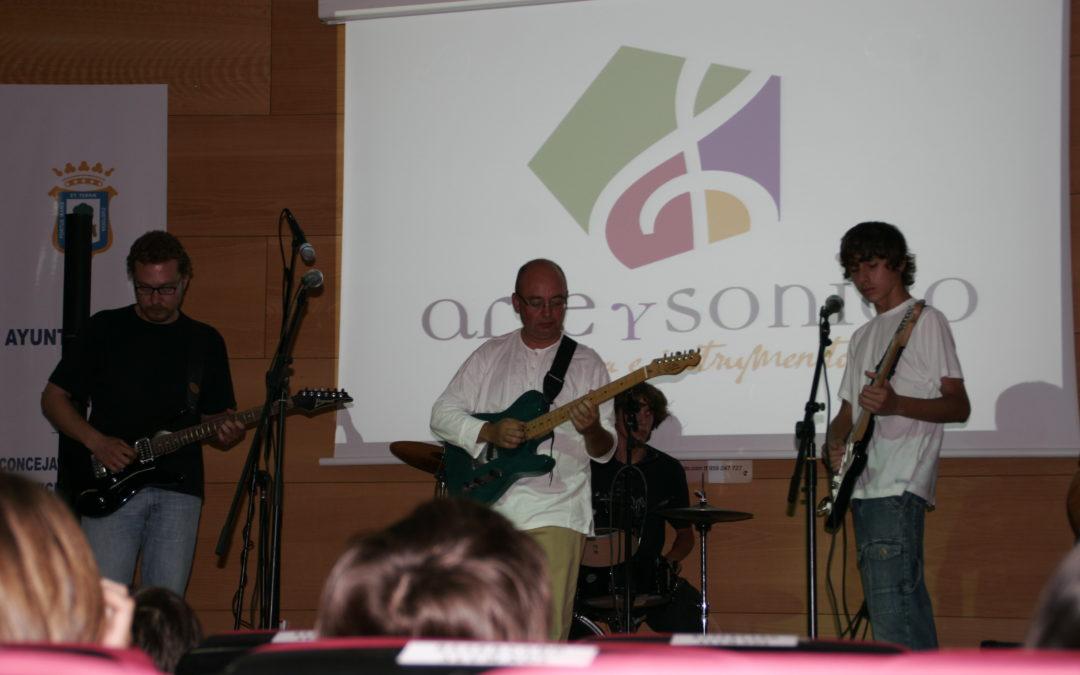 Concierto de los jóvenes talentos de la Escuela de Música Moderna 'Arte y sonido' en la sede de la Fundación Cajasol en Huelva