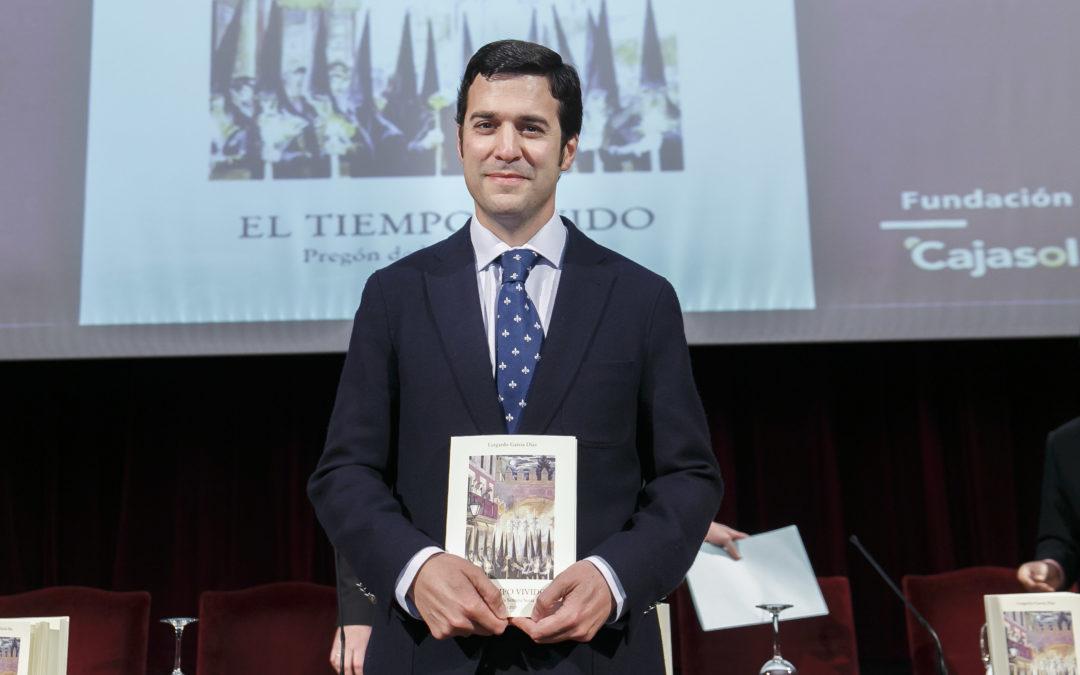 Presentación del libro del Pregón de la Semana Santa de Sevilla 2015, a cargo de Lutgardo García Diaz