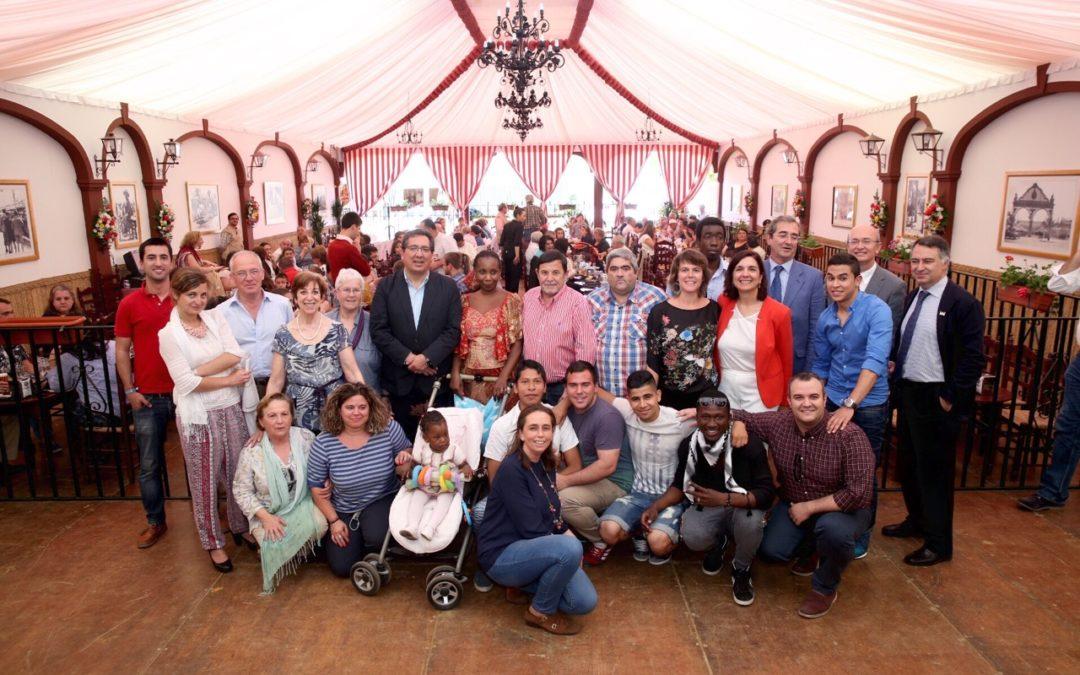 Almuerzo solidario a entidades sociales en la Caseta de la Fundación Cajasol para inaugurar la Feria de Abril 2015