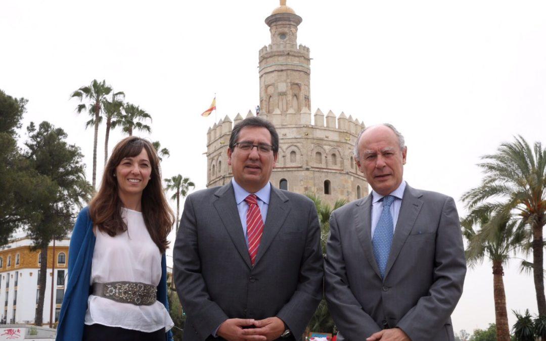 La Fundación Cajasol y la Fundación Museo Naval presentan la guía sobre la Torre del Oro 'Sevilla, Puerta de Indias'
