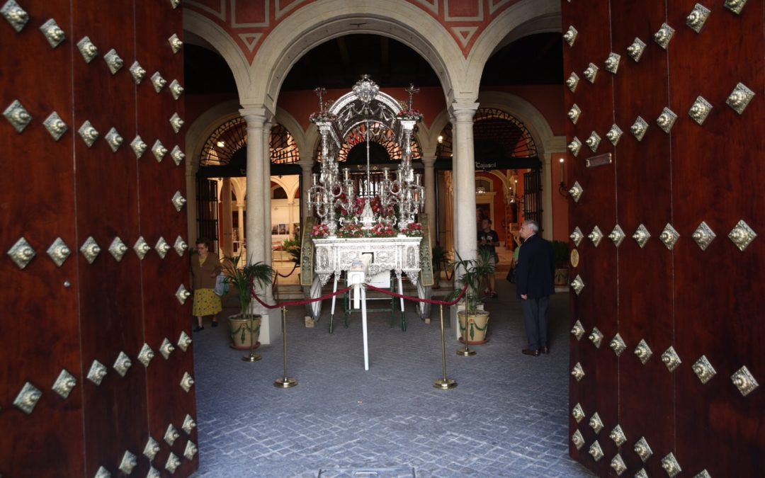 Los 'tesoros' del Museo del Rocío de Almonte llegan por primera vez a Sevilla en la Fundación Cajasol
