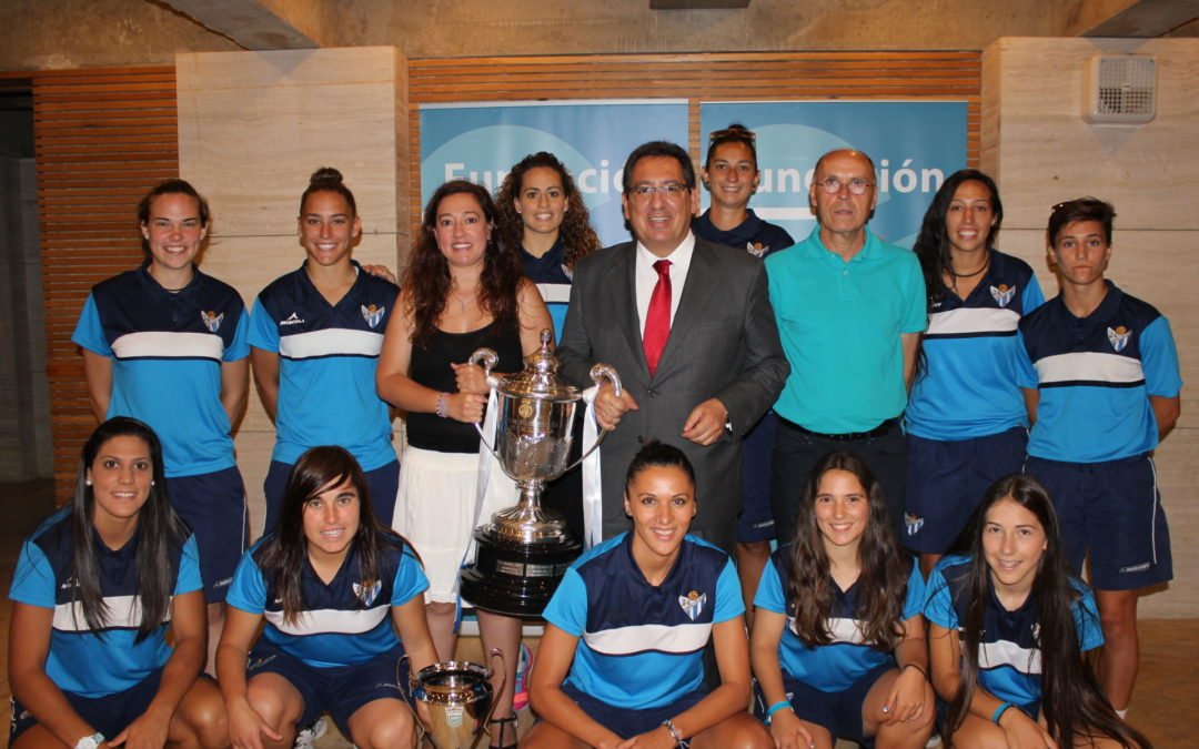 La Fundación Cajasol mantiene su apoyo al Sporting Club Huelva de fútbol femenino de cara a la próxima temporada