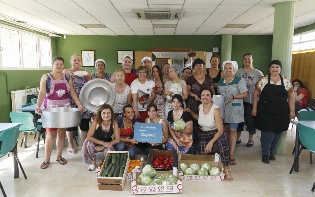 La Fundación Cajasol apoya la cocina solidaria de la ONG Movimiento Mediador en Las Tres Mil Viviendas