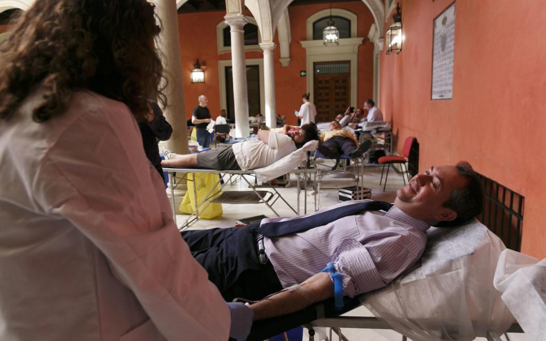 El Centro de Transfusión celebra el Día Mundial del Donante con una donación en la sede de Fundación Cajasol