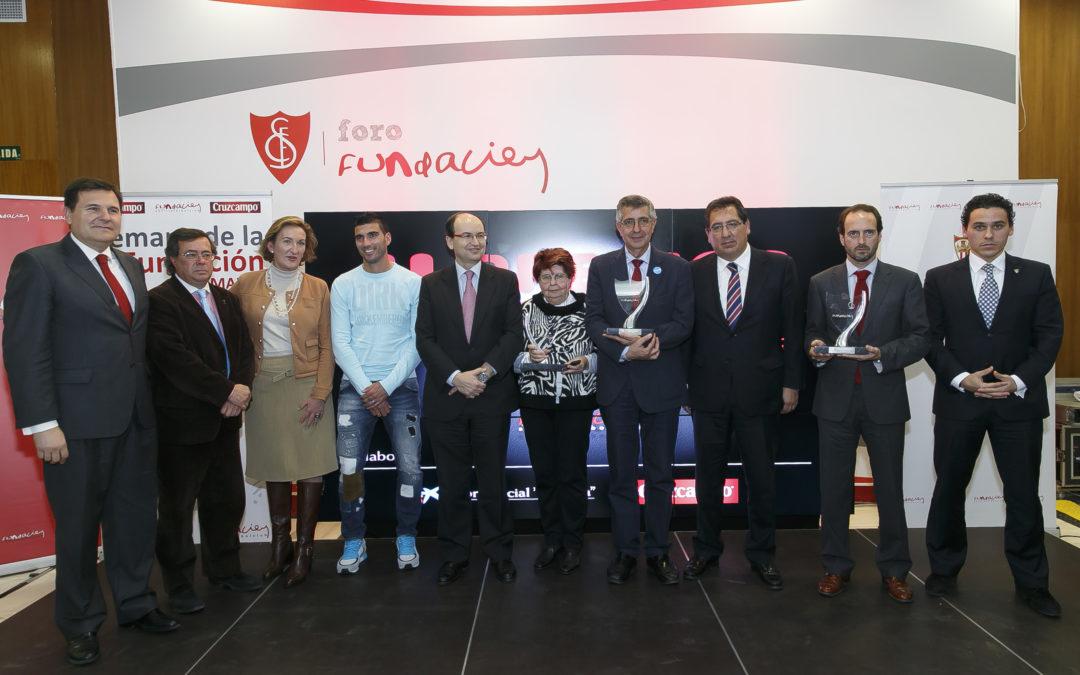 Antonio Pulido, presidente de la Fundación Cajasol, participa en la ceremonia de entrega de los II Premios de la Fundación Sevilla FC